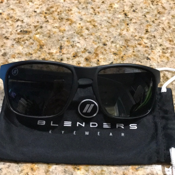 1414517d9c blenders Accessories - Unisex Blenders black tundra polarized sunglasses